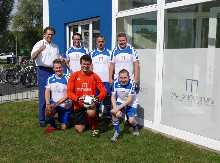 new concept 50f26 37523 Fußball-Outfit, Check! - Muck Ingenieure